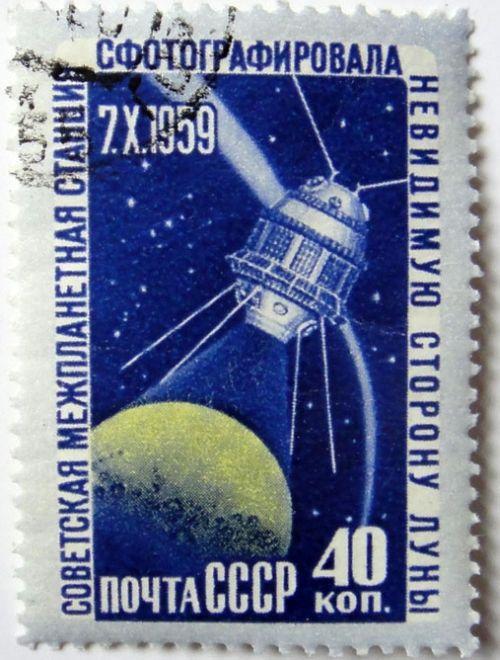 Советская межпланетная станция сфотографировала невидимую сторону луны. 7 X 1959