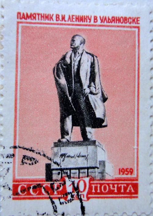 Памятник В.И.Ленину в Ульяновске